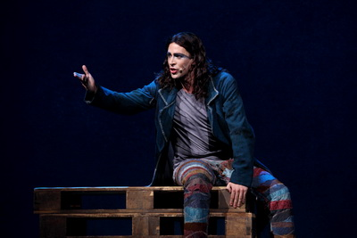 Dennis Ten Vergert as Gringoire Asian Tour Notre Dame de Paris picture image