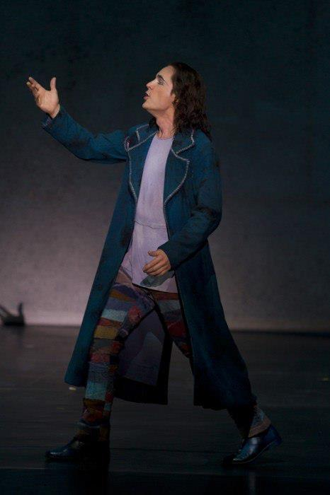 Bien-aimé Richard Charest as Gringoire, World Tour Cast Notre Dame de Paris  RZ66