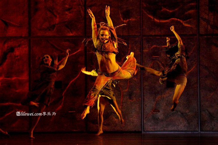 A dancer Asian Tour Notre Dame de Paris picture image