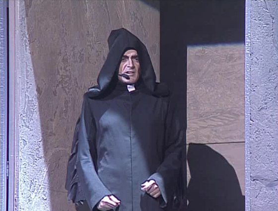 Daniel Lavoie as Frollo singing Invention de Frollo Notre Dame de Paris picture image