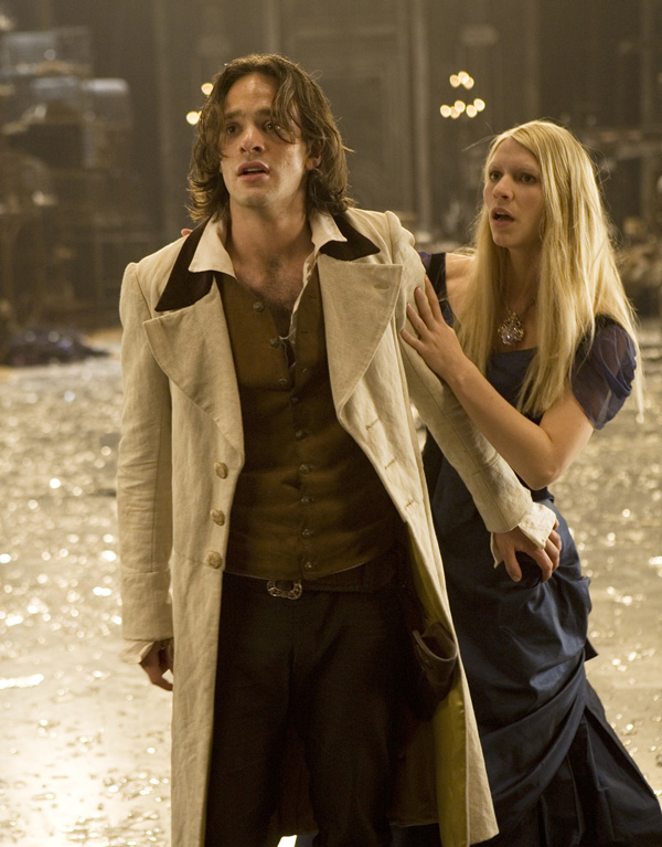 Charlie Cox as Tristan and Claire Danes as Yvaine Stardust picture image