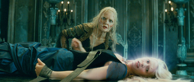 Michelle Pfeiffer as Lamia and Claire Danes as Yvaine stardust picture image