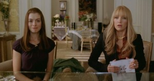Liv (Kate Hudson) and Emma (Anne Hathaway) at the wedding planners Bride Wars picture image