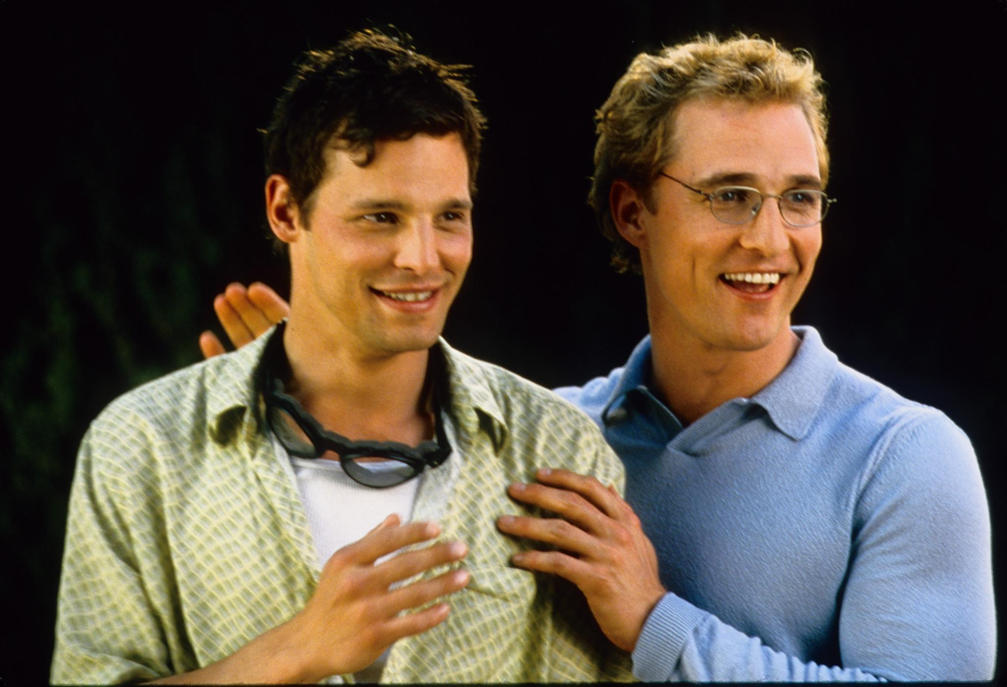 Steve (Matthew McConaughey) and Mary's childhood friend, Maximo (Justin Chambers) The Wedding Planner picture image