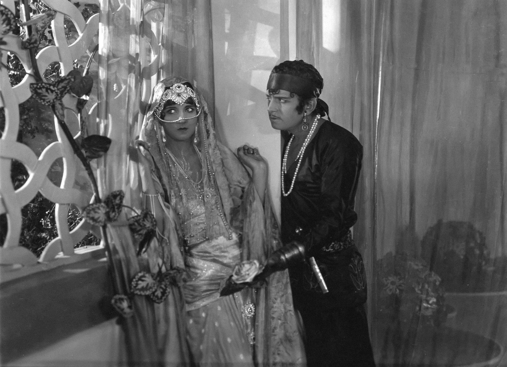 Douglas Fairbanks as Ahmed, the Thief of Bagdad and Julanne Johnston as The Princess 1924 The Thief of Bagdad picture image