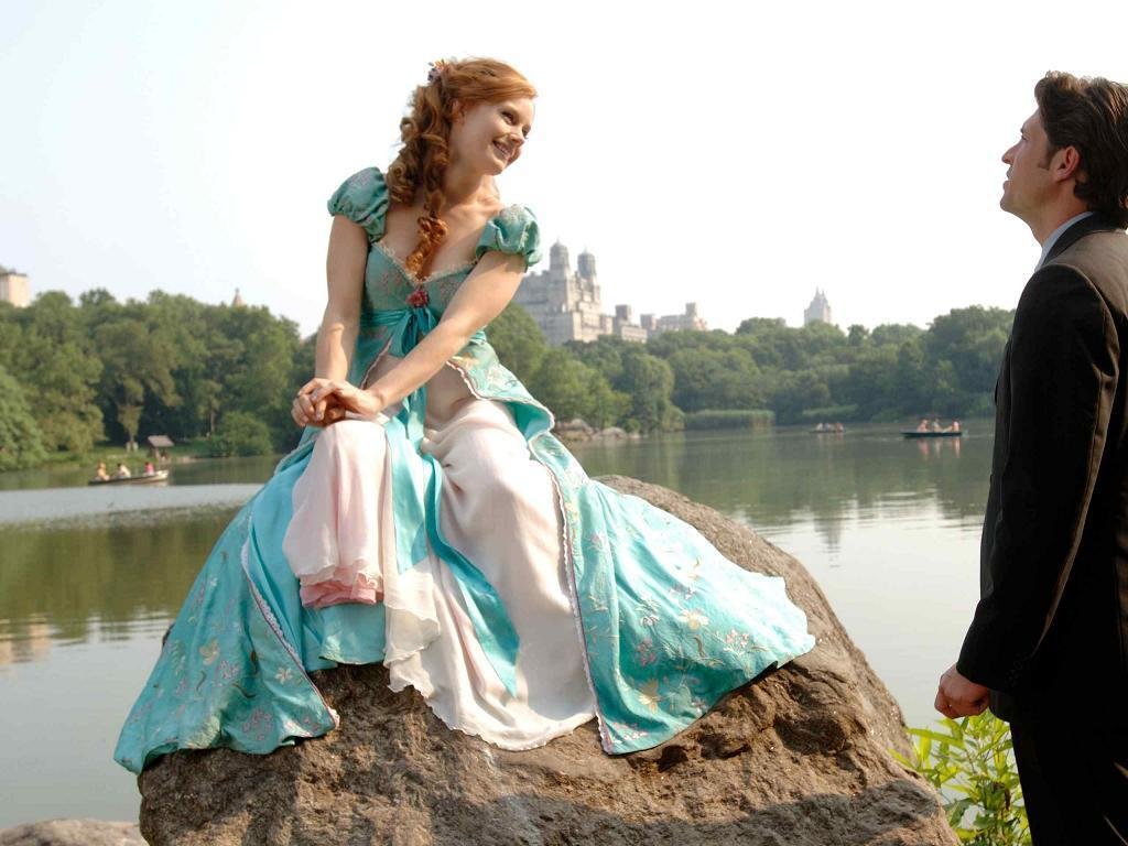 Amy Adams as Giselle with Patrick Dempsey as Robert Enchanted picture image