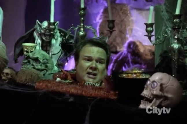 Eric Stonestreet as Cameron from the Halloween episode of Modern Family season 2 episode 6 picture image