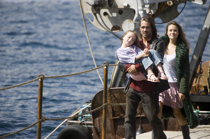 Colin Farrell as Syracuse, Alicja Bachleda as Ondine & Alison Barry as Annie Ondine picture image