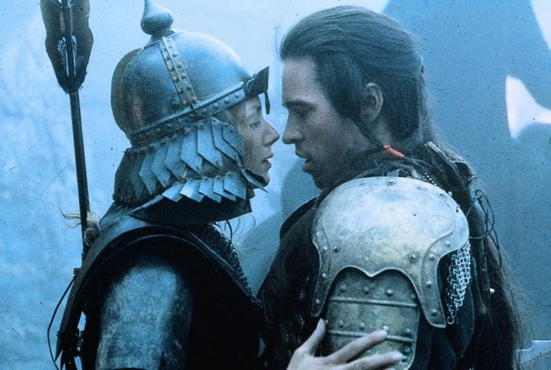 Joanne Whalley as Sorsha and Val Kilmer as Madmartigan Willow picture image