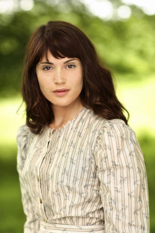 Gemma Arterton as Tess in Tess of the D'Urbervilles picture image