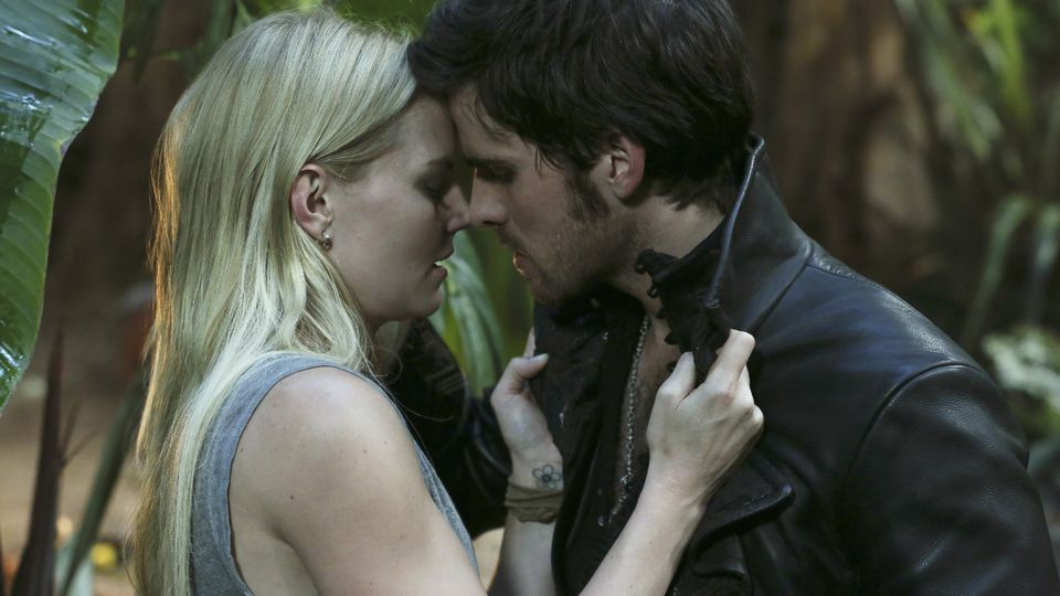 Jennifer Morrison as Emma Swan & Colin O'Donoghue as Captain Hook ABCs Once Upon a Time Season 3 episode 05, Good Form Picture image
