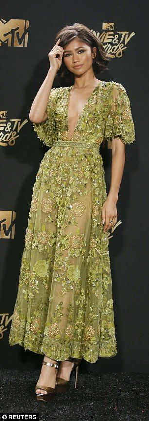 Zendaya in a Zuhair Murad gown, 2017 MTV awards picture image