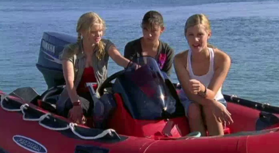 Cariba Heine as Rikki, Phoebe Tonkin as Cleo & Claire Holt as Emma H20: Just add picture image