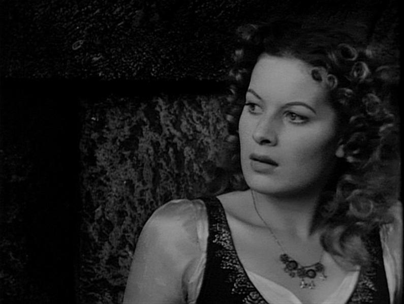 Esmeralda (Maureen O'Hara) 1939 Hunchback of Notre Dame picture image