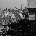 Crowd scene 1939 Hunchback of Notre Dame picture image