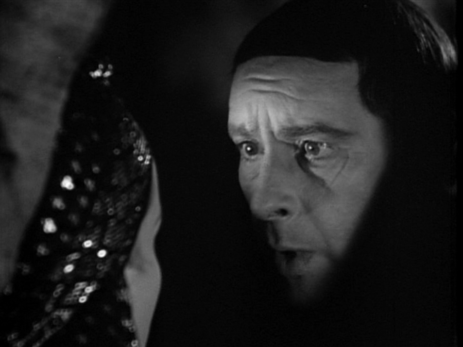 Example of Chiaroscuro Frollo (Sir Cedric Hardwicke) 1939 Hunchback of Notre Dame picture image