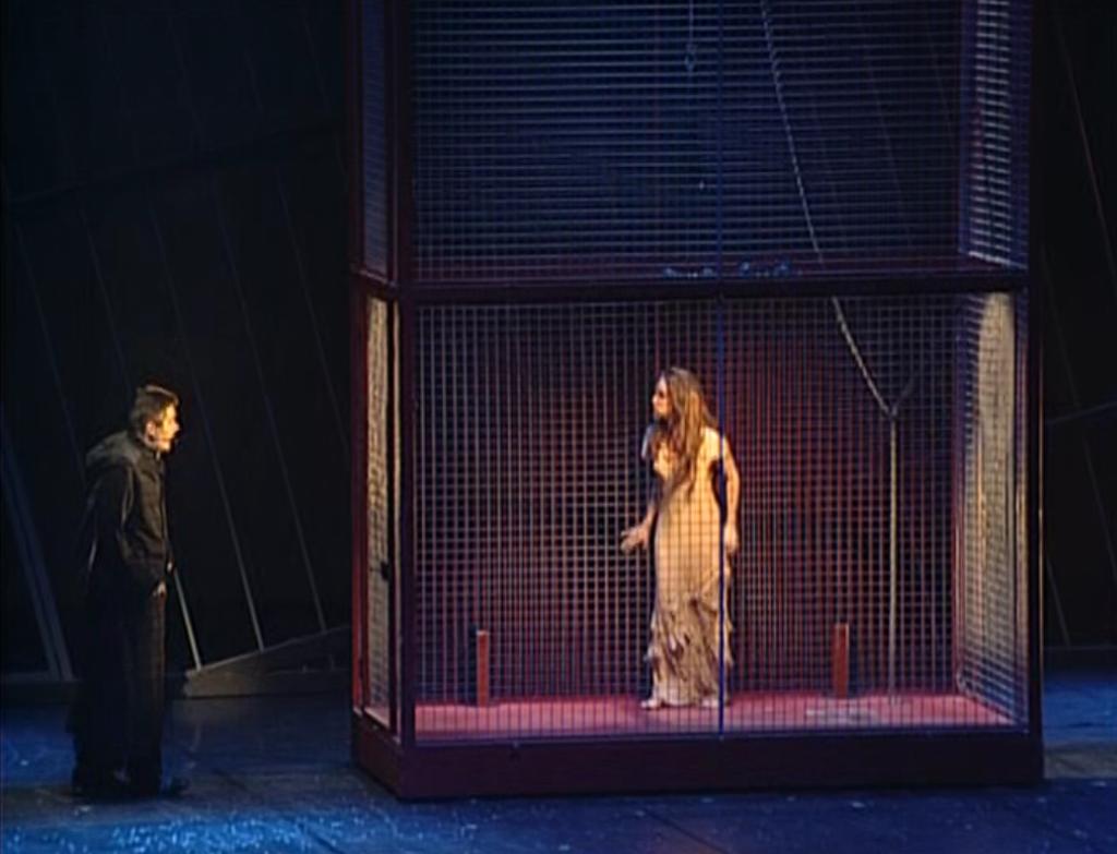 Helene Segara as Esmerada & Daniel Lavoie as Frollo, un matin tu dansais from Notre Dame de Paris picture image