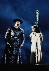 Judy Weiss as Esmeralda with Frollo (Norbert Lamla) Der Glöckner von Notre Dame picture images