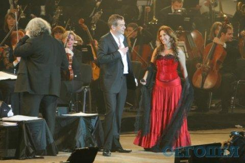 Helene Segara and Garou on Stage in Kiev picture image