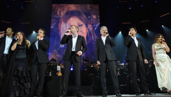 The Original  Troupe of Notre Dame de Paris singing at Bercy Concert picture image