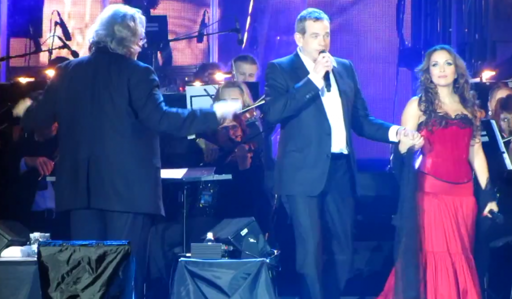 Garou and Helene Segara performing Ma Maison c'est Tu Maison in Kiev image picture