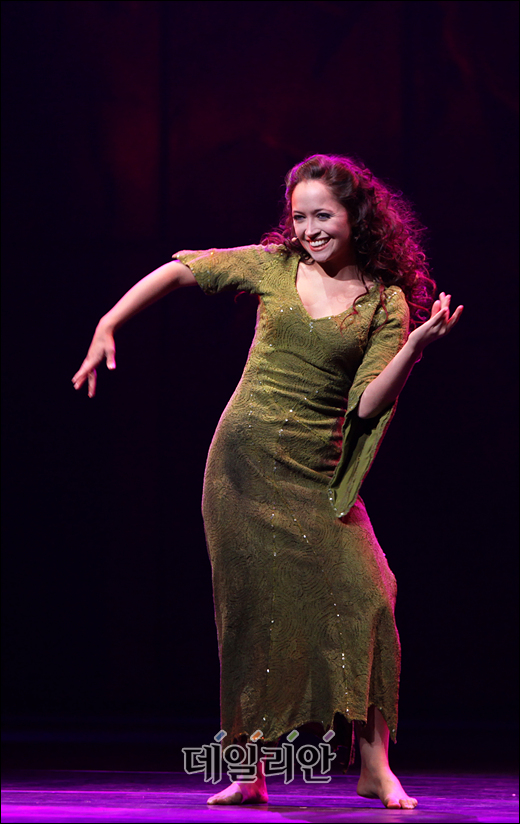 Candice Parise as Esmeralda Asian Tour of Notre Dame de Paris Pictures image