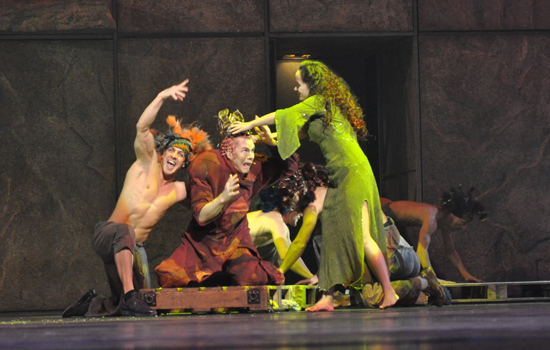 Matt Laurent as Quasimodo & Candice Parise as Esmeralda 2012 Asian Tour Notre Dame de Paris picture image