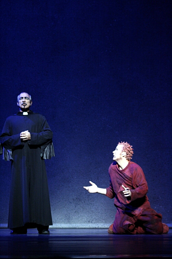 Robert Marien as Frollo and Matt Laurent as Quasimodo Asian Tour Notre Dame de Paris picture image