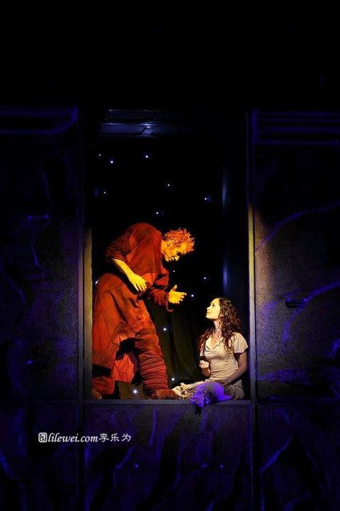 Matt Laurent as Quasimodo and Candice Parise as Esmeralda Asian Tour Notre Dame de Paris picture image