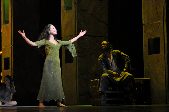 Candice Parise as Esmeralda & Ian Carlyle as Clopin Asian Tour Notre Dame de Paris picture image