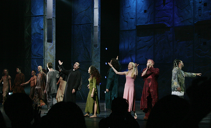 Asian Tour Cast Notre Dame de Paris picture image