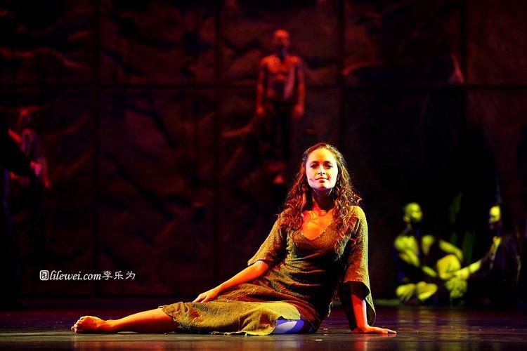 Candice Parise as Esmeralda Asian Tour Notre Dame de Paris picture image
