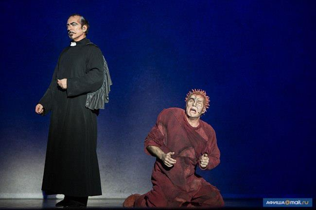 Robert Marien as Froll & Matt Laurent as Quasimodo, World Tour Notre Dame de Paris Crocus City picture image