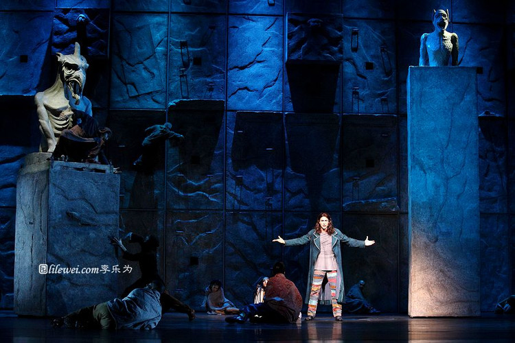Dennis Ten Vergert as Gringoire Asian Tour Notre Dame de Paris picture image