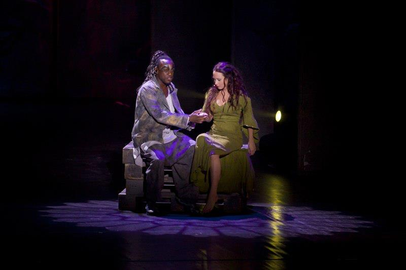 Ian Carlyle as Clopin & Alessandra Ferrari as Esmeralda, Notre Dame de Paris World Tour Cast picture image