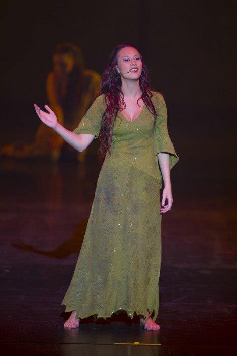 Alessandra Ferrari as Esmeralda, Notre Dame de Paris World Tour Cast picture image