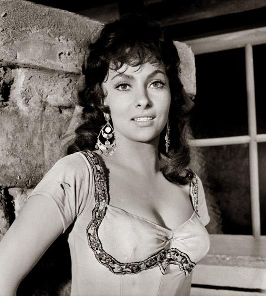 Gina Lollobrigida as Esmeralda, 1956 Hunchback of Notre Dame , poicture image