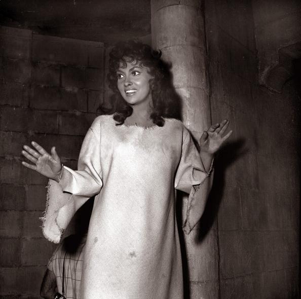 Gina Lollobrigida as Esmeralda, 1956 Hunchback of Notre Dame, picture image