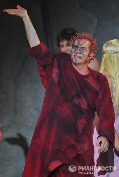 Matt Laurent as Quasimodo, Notre Dame de Paris, World Tour, Crocus City Hall, picture image