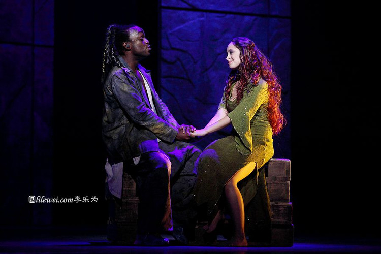 Ian Carlye as Clopin & Candice Parise as Esmeralda, 2012 Asian Tour of Notre Dame de Paris picture image