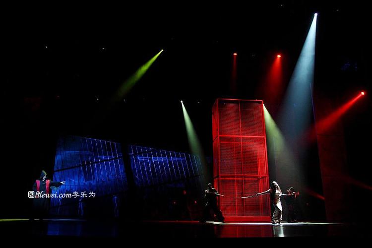 Robert Marien as Frollo & Candice Parise as Esmeralda, 2012 Asian Tour of Notre Dame de Paris