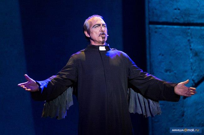 Robert Marien as Frollo, Notre Dame de Paris World Tour cast, Crocus City Hall image picture