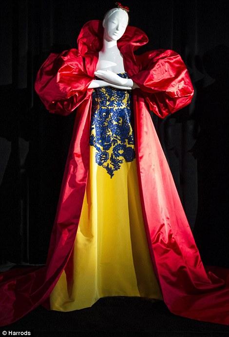 Snow White by Oscar de la Renta picture image
