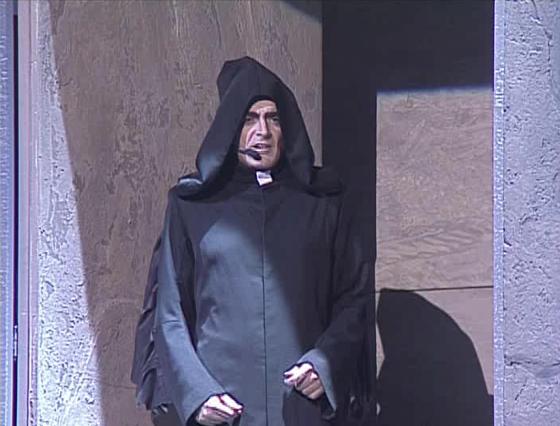 Daniel Lavoie as Frollo singing Invention de Frollo Notre Dame de Paris picture image
