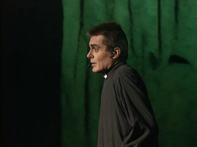Daniel Lavoie as Frollo singing Jens sens ma vie qui bascule Notre Dame de Paris picture image