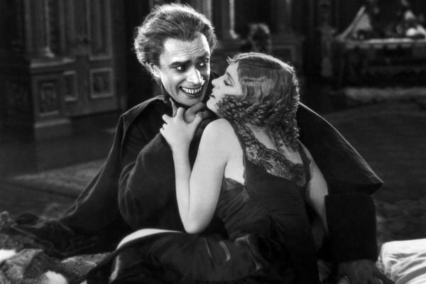 Conrad Veidt as Gwynplaine and Olga V. Baklanova as Josiana The man who laughs picture image