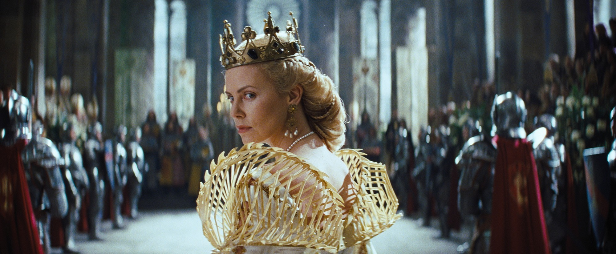 Charlize Theron as Queen Ravenna  Snow White and the Huntsmen picture image