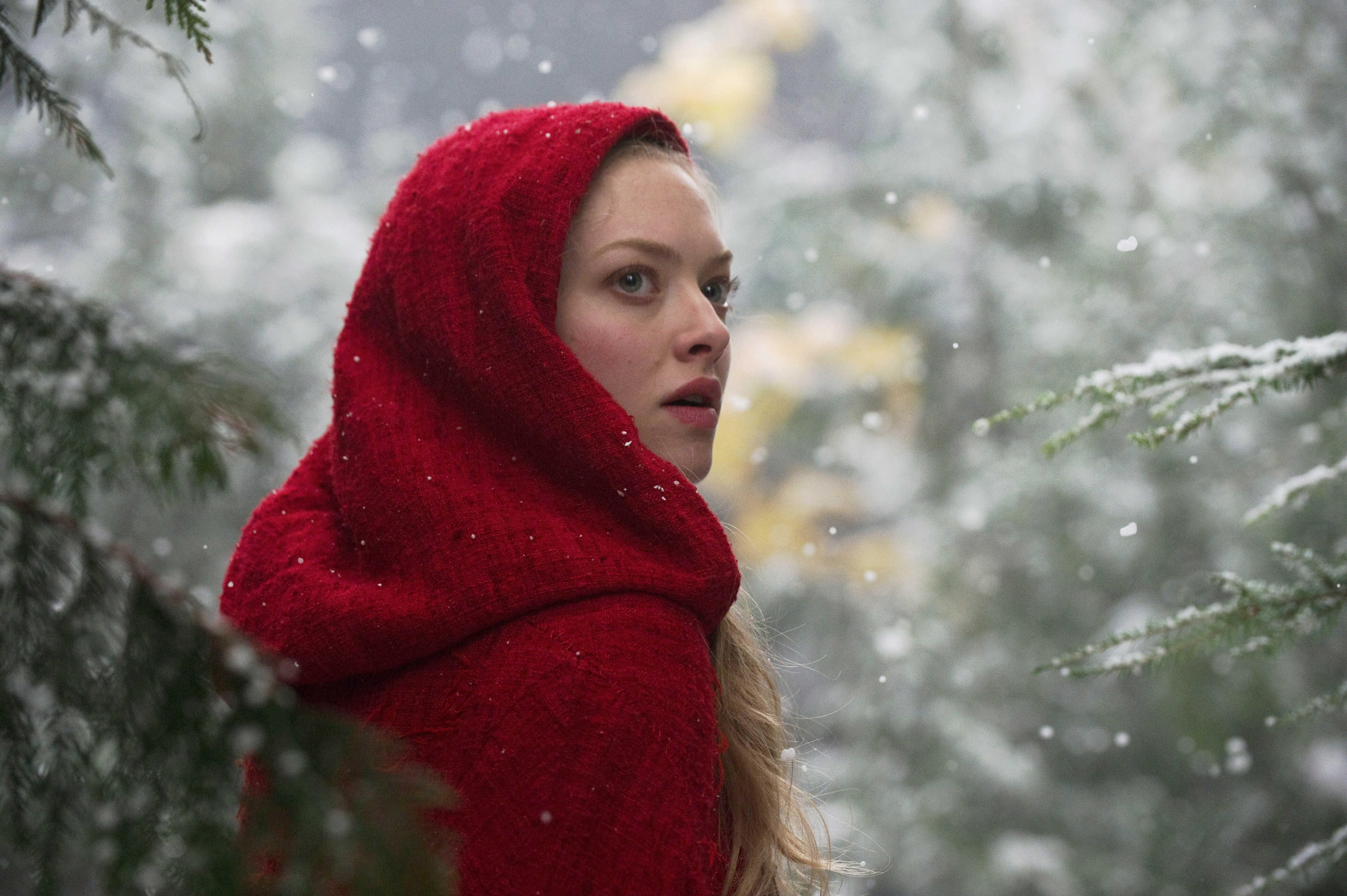 Amanda Seyfried as Valerie Red Riding Hood picture image