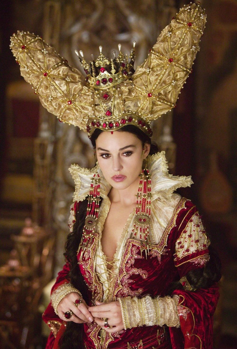 Monica Bellucci as The Mirror Queen The Brothers Grimm picture image