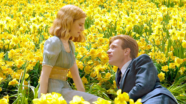 Ewan McGregor as Edward Bloom & Alison Lohman as Sandra Big Fish picture image